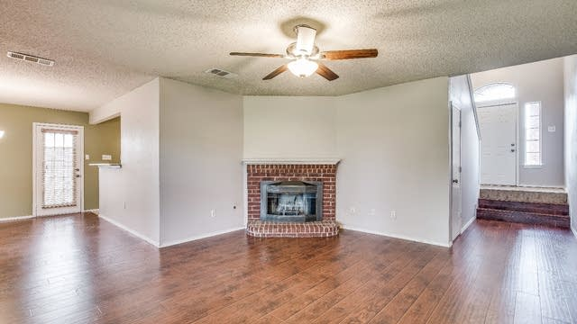 Photo 1 of 27 - 1414 Ridgecreek Dr, Lewisville, TX 75067