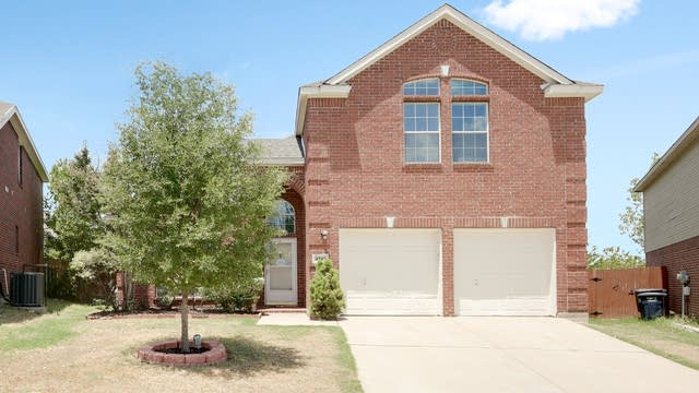Photo 1 of 25 - 4945 Galley Cir, Fort Worth, TX 76135