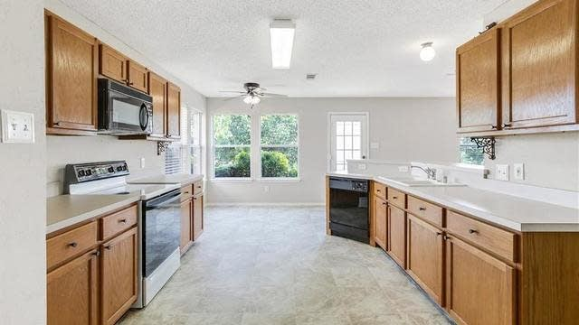 Photo 1 of 25 - 8400 Southern Prairie Dr, Fort Worth, TX 76123