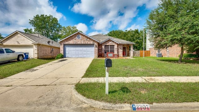 Photo 1 of 20 - 2707 Zachary Dr, Corinth, TX 76210