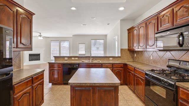 Photo 1 of 25 - 2308 Charisma Dr, Fort Worth, TX 76131