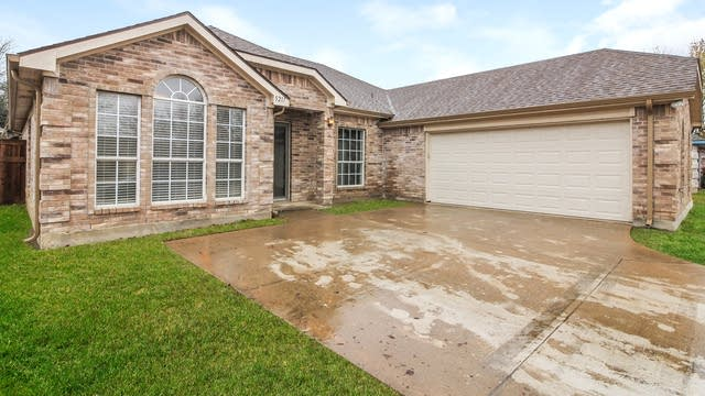 Photo 1 of 15 - 5217 Whiting Way, Denton, TX 76208