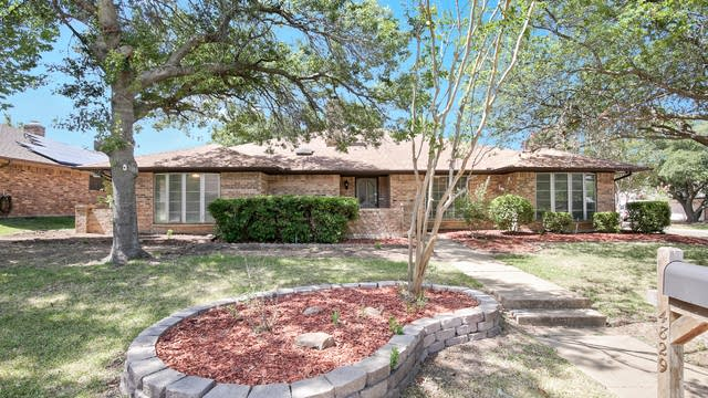 Photo 1 of 26 - 4829 Applewood Rd, Fort Worth, TX 76133