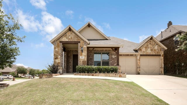 Photo 1 of 26 - 2556 Flowing Springs Dr, Fort Worth, TX 76177
