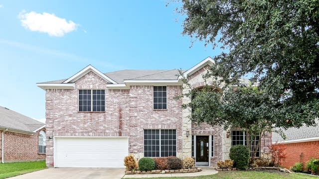 Photo 1 of 30 - 8420 Rock Creek Dr, Fort Worth, TX 76123