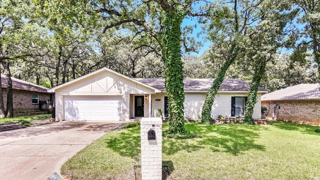 Photo 1 of 25 - 6813 Shadydale Dr, North Richland Hills, TX 76182