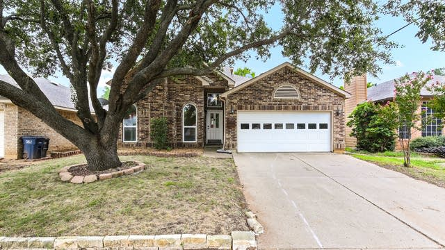 Photo 1 of 21 - 8728 Mystic Trl, Fort Worth, TX 76118