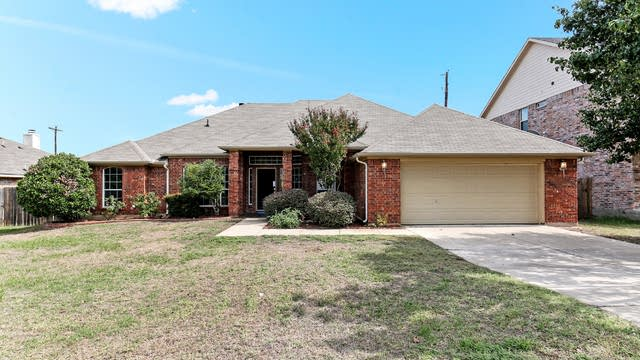 Photo 1 of 23 - 604 Madeline Ct, Azle, TX 76020