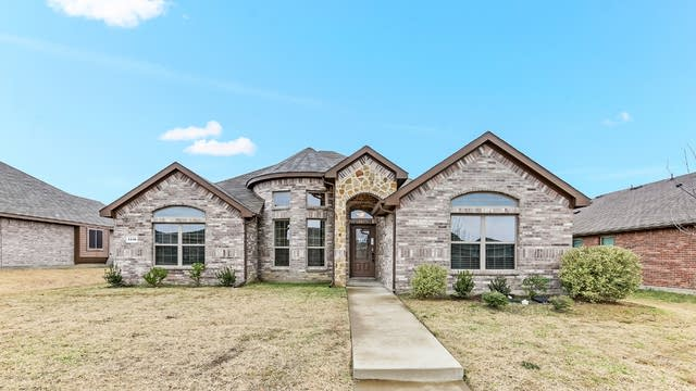 Photo 1 of 20 - 1116 Callalily Dr, DeSoto, TX 75115