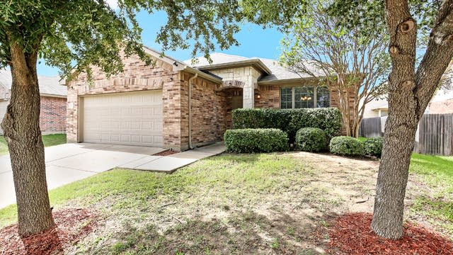 Photo 1 of 25 - 12512 Patnoe Dr, Burleson, TX 76028