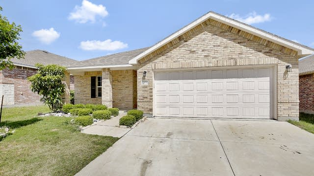 Photo 1 of 27 - 701 Denali Dr, Arlington, TX 76002