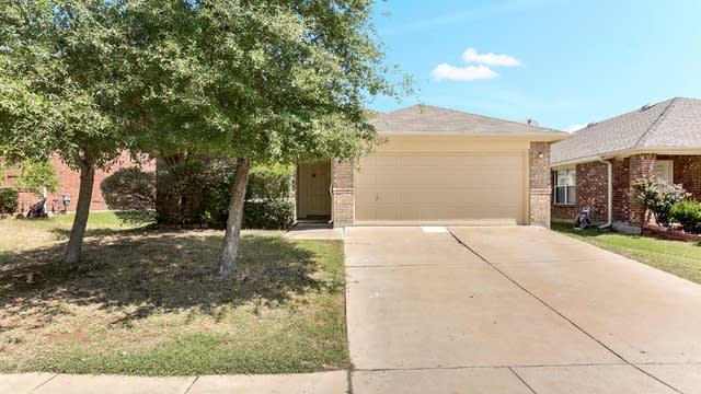 Photo 1 of 25 - 1040 Valley Brook Ln, Grand Prairie, TX 75052