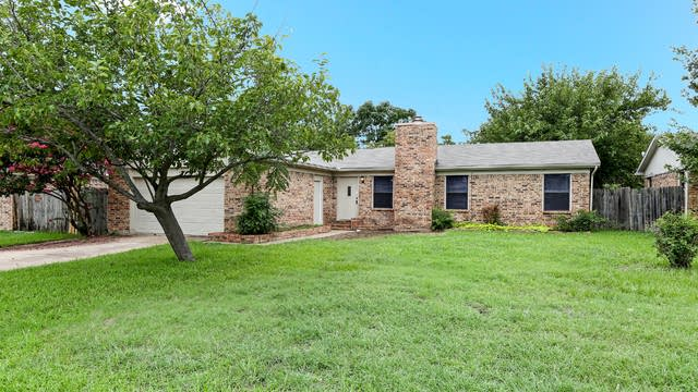 Photo 1 of 17 - 507 Plainview Dr, Mansfield, TX 76063