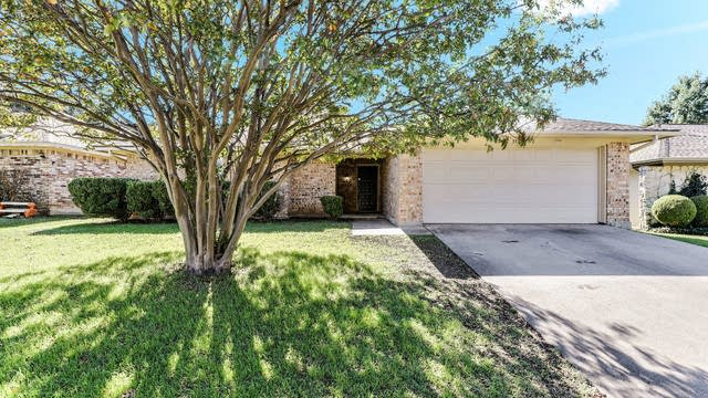 Photo 1 of 26 - 3937 Singleleaf Ln, Fort Worth, TX 76133
