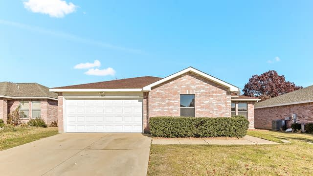 Photo 1 of 25 - 1415 Chesapeake Dr, Arlington, TX 76014