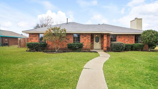Photo 1 of 25 - 2308 Ridgeview Dr, Sachse, TX 75048