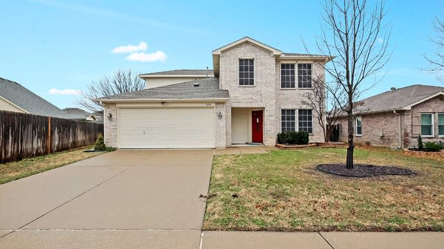 Photo 1 of 27 - 1056 Triple Crown Dr, Fort Worth, TX 76179