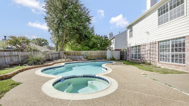 Photo 1 of 25 - 8301 Tallahassee Ln, Fort Worth, TX 76123