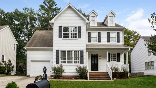 Photo 1 of 20 - 12416 Village Pines Ln, Raleigh, NC 27614
