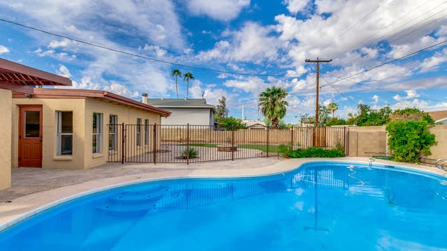 Photo 1 of 34 - 1012 E Riviera Dr, Tempe, AZ 85282