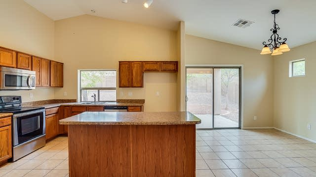 Photo 1 of 19 - 18 W Pasture Canyon Dr, San Tan Valley, AZ 85143