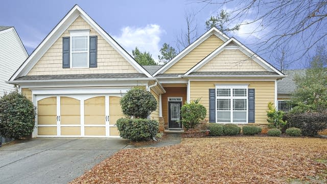 Photo 1 of 15 - 2410 Village Green Dr, Fairburn, GA 30213