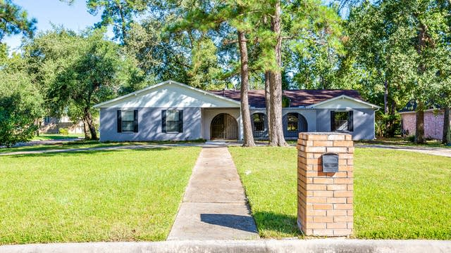 Photo 1 of 19 - 8019 17th Green Dr, Humble, TX 77346