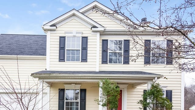 Photo 1 of 25 - 5027 Stowe Derby Dr, Charlotte, NC 28278