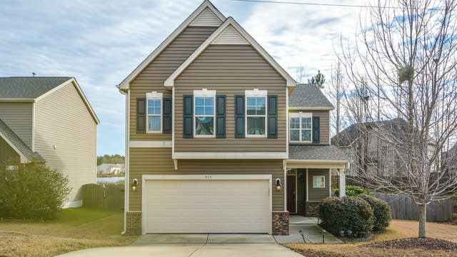 Photo 1 of 14 - 919 Award St, Fuquay Varina, NC 27526