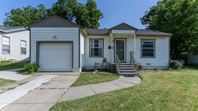 Photo 1 of 24 - 813 Judd St, Fort Worth, TX 76104