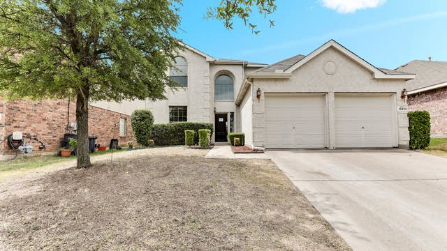 Photo 1 of 26 - 10613 Ambling Trl, Fort Worth, TX 76108