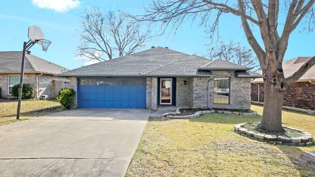 Photo 1 of 25 - 7504 Sean Dr, North Richland Hills, TX 76182