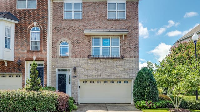 Photo 1 of 25 - 2929 Imperial Oaks Dr, Raleigh, NC 27614