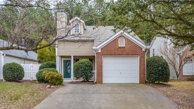 Photo 1 of 12 - 1424 Beacon Village Dr, Raleigh, NC 27604