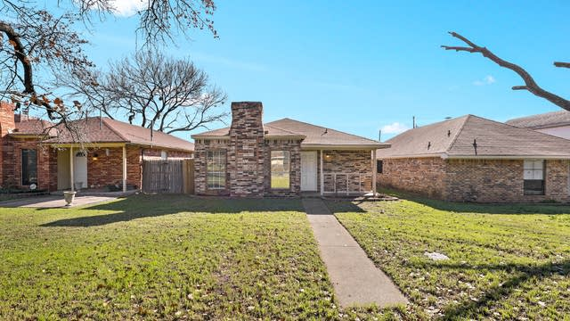 Photo 1 of 23 - 1914 Etain Rd, Irving, TX 75060