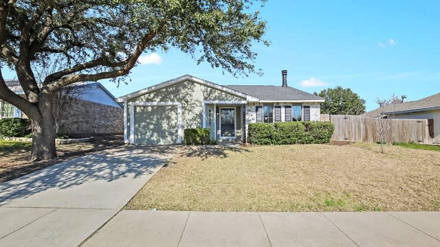 Photo 1 of 25 - 4217 Spindletree Ln, Fort Worth, TX 76137