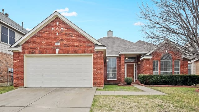 Photo 1 of 26 - 5324 Ridge View Dr, Watauga, TX 76137