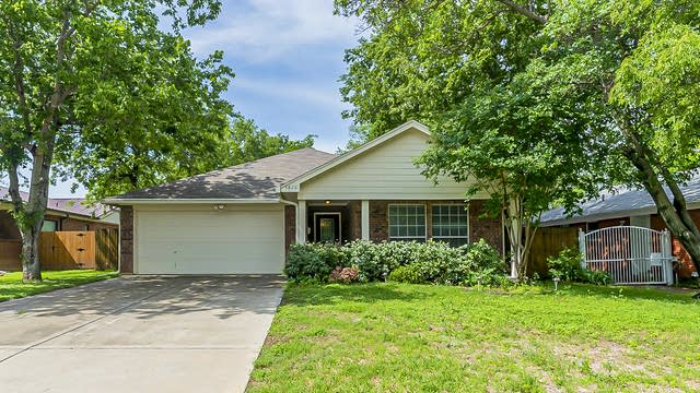 Photo 1 of 23 - 4828 Curzon Ave, Fort Worth, TX 76107