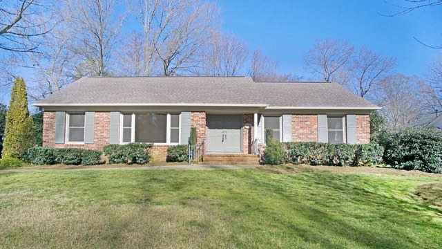 Photo 1 of 15 - 6001 Springhouse Ln, Charlotte, NC 28211