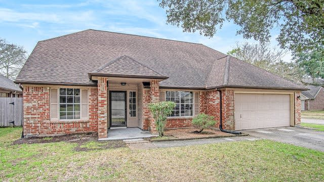 Photo 1 of 17 - 2506 Foxden Dr, Pearland, TX 77584