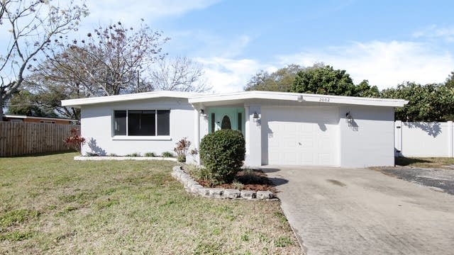 Photo 1 of 16 - 2002 Valencia Way, Clearwater, FL 33764