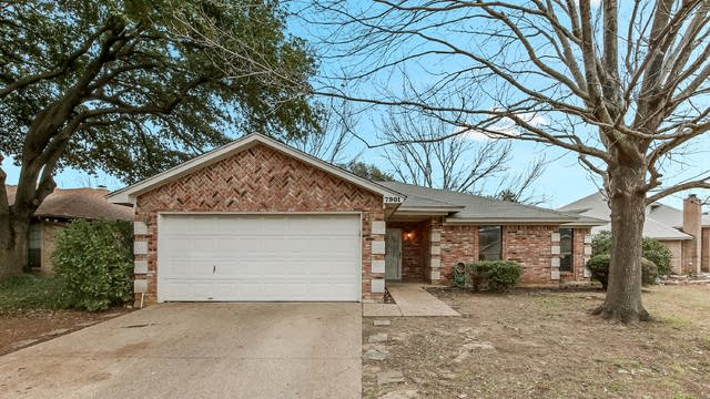 Photo 1 of 25 - 7901 Clear Brook Cir, Fort Worth, TX 76123