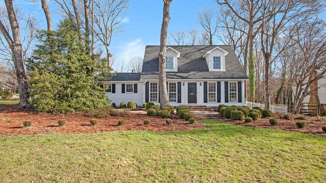 Photo 1 of 18 - 6501 Shaftesbury Rd, Charlotte, NC 28270