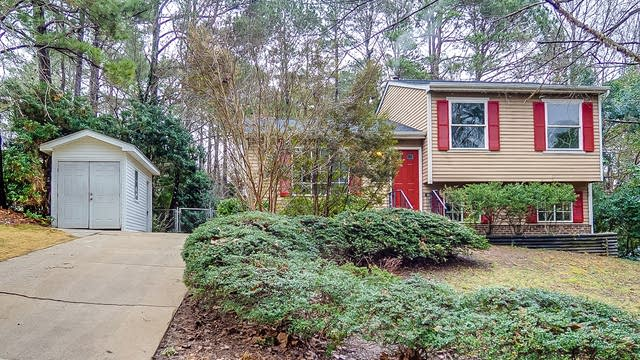 Photo 1 of 21 - 2404 Cavalier St, Raleigh, NC 27603