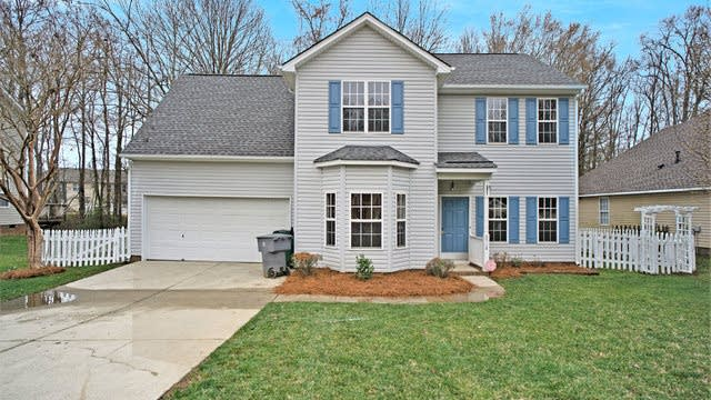 Photo 1 of 15 - 6518 Goldenblush Cir, Charlotte, NC 28269
