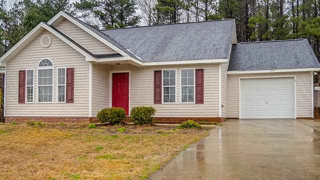Photo 1 of 20 - 1421 E Stone Arch Dr, Fuquay Varina, NC 27526