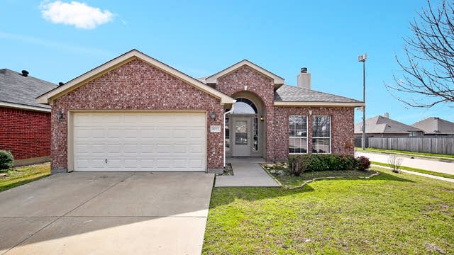 Photo 1 of 25 - 9050 Winding River Dr, Fort Worth, TX 76118
