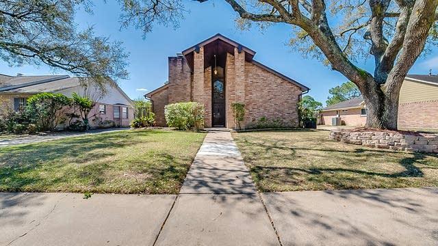 Photo 1 of 24 - 14918 Aspen Hills Dr, Houston, TX 77062