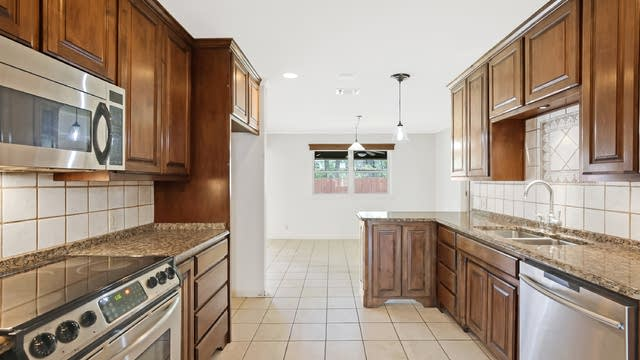 Photo 1 of 27 - 4103 Linkwood Dr, Euless, TX 76040