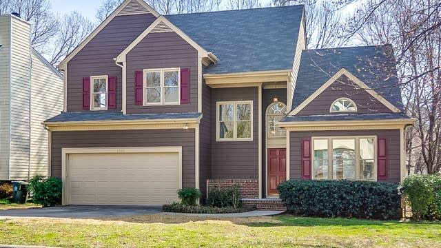 Photo 1 of 26 - 2500 Holbrook Ct, Raleigh, NC 27604